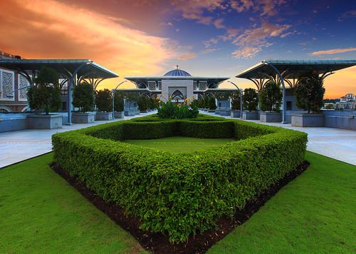 park sunset tourism garden landscape outdoor islam religion dramatic landmark mosque malaysia dome putrajaya epic attraction kiblatwalk ironmosque masjidtuankumizanzainalabidin visitmalaysia2014
