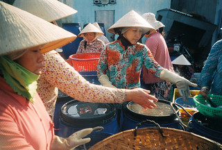 trading | by Khánh Hmoong