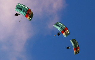 Kiwi Blue Parachute Display Team | by Bernard Spragg