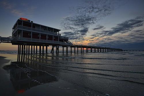 gulfofmexico sunrise texas galvestonisland galvestonfishingpier nikond800 nikongp1 nikkor1635mmf4gvr jimmysfishingpier