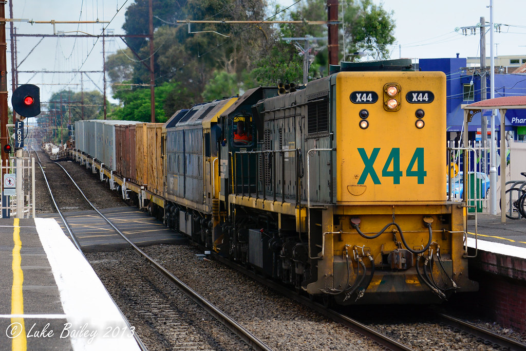 X44-BL34 with #9556 up Long Island goods at Cheltenham by Luke's Rail Gallery