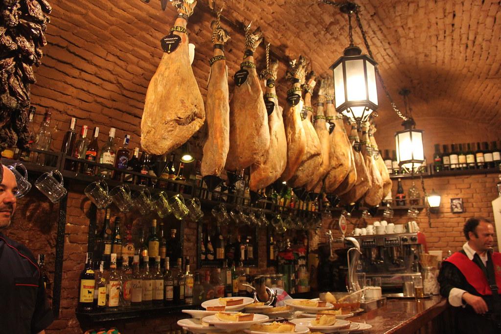 Las Cuevas Del Duque One Of Oldest Restaurants In Madrid