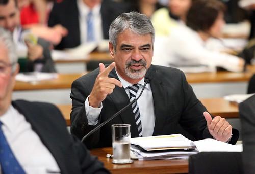 08/05/13 | Senador Humberto Costa PT/PE fala durante sessão na Comissão de Constituição e Justiça. Foto: André Corrêa / Liderança do PT no Senado.