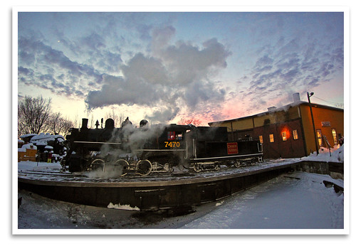sunset yard twilight nh turntable fisheye event locomotive steamengine excursion switcher 060 roundhouse northconway conwayscenicrailroad steaminthesnow canonef815mmf4l massachusettsbayrailroadenthusiasts cn7470
