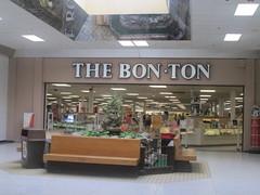 Bon Ton Mall Enterance