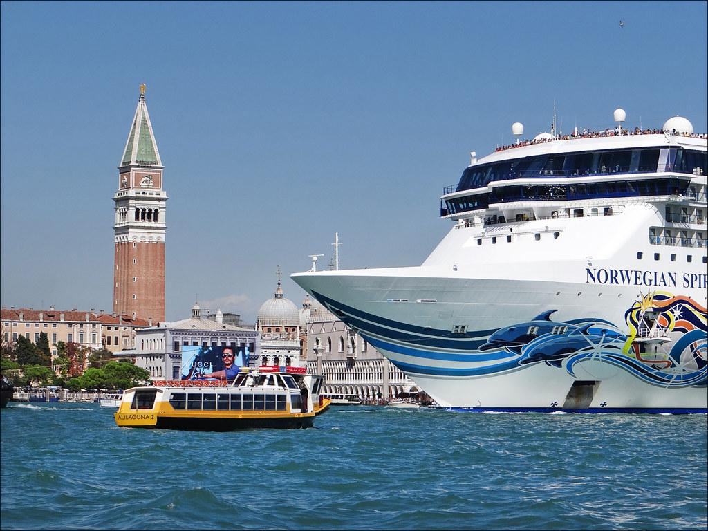 Non aux grands navires à Venise ! | Arrivée à Venise d'un na… | Flickr