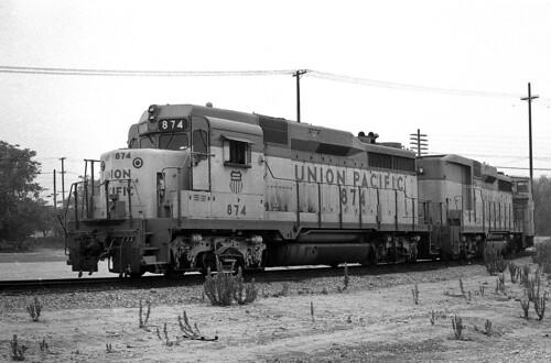 california up trains colton unionpacific railroads emd gp30 gp30b