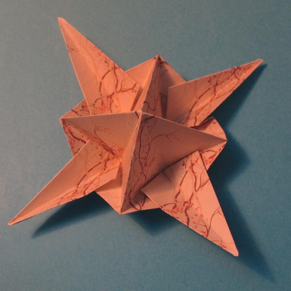 วิธีการพับกระดาษเป็นดาวสี่แฉก 021