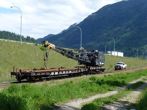canada bc crane mow cpr castlegar maintenanceofway engineeringservices p1060306