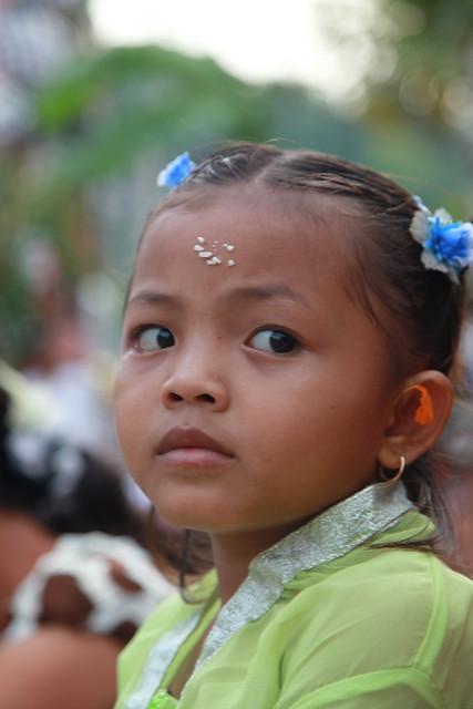 Enfant à la cérémonie de Barong