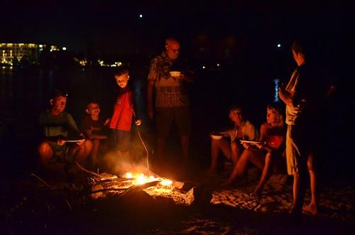 evening bonfire   by behang