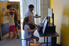 13.SoundworkshopinTeknikensHus_130601_visitingexhibition