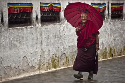 nepal stupa monk buddhism rainy kathmandu kora bodhnath bodhnathstupa