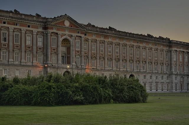 palazzo reale al tramonto