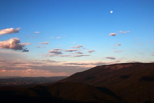 sunset moon mountains victoriaaustralia overnighthike cathedralrangestatepark