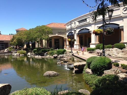 Blackhawk Plaza Pond | by bshamblen