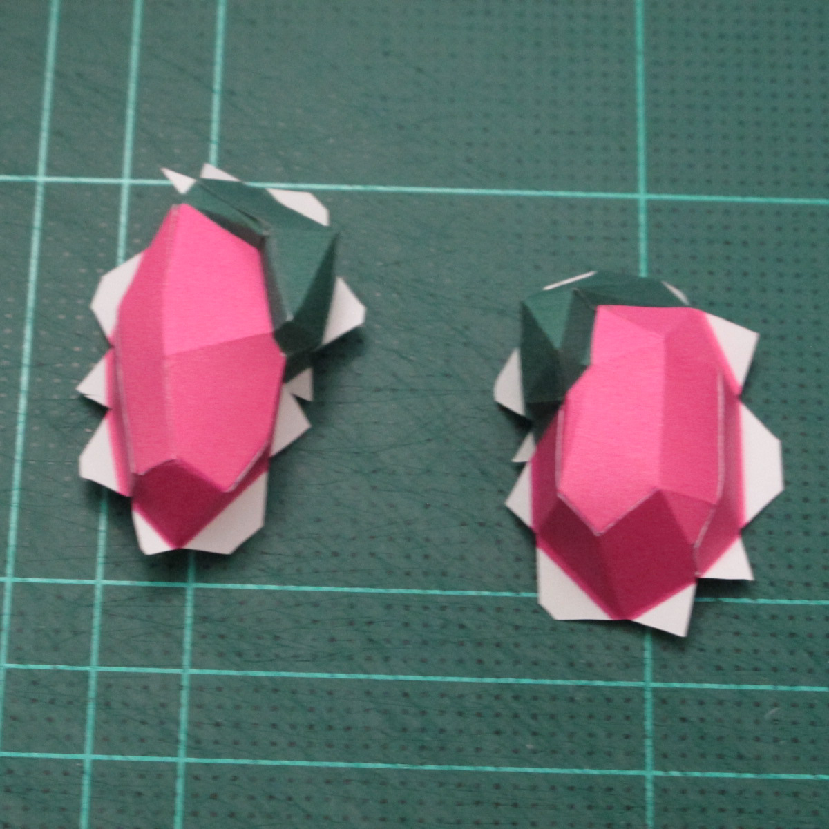 วิธีทำโมเดลกระดาษตุ้กตาคุกกี้รัน คุกกี้รสสตอเบอรี่ (LINE Cookie Run Strawberry Cookie Papercraft Model) 011