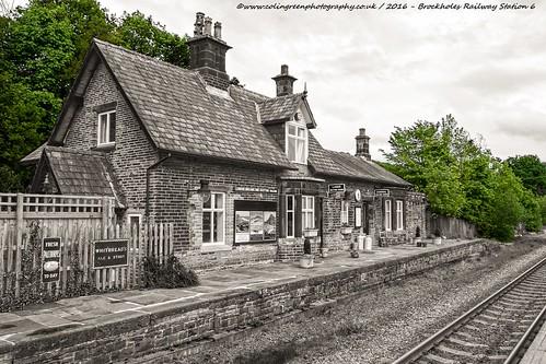 station architecture train outdoor platform railway huddersfield transpot brockholes railwaytrain