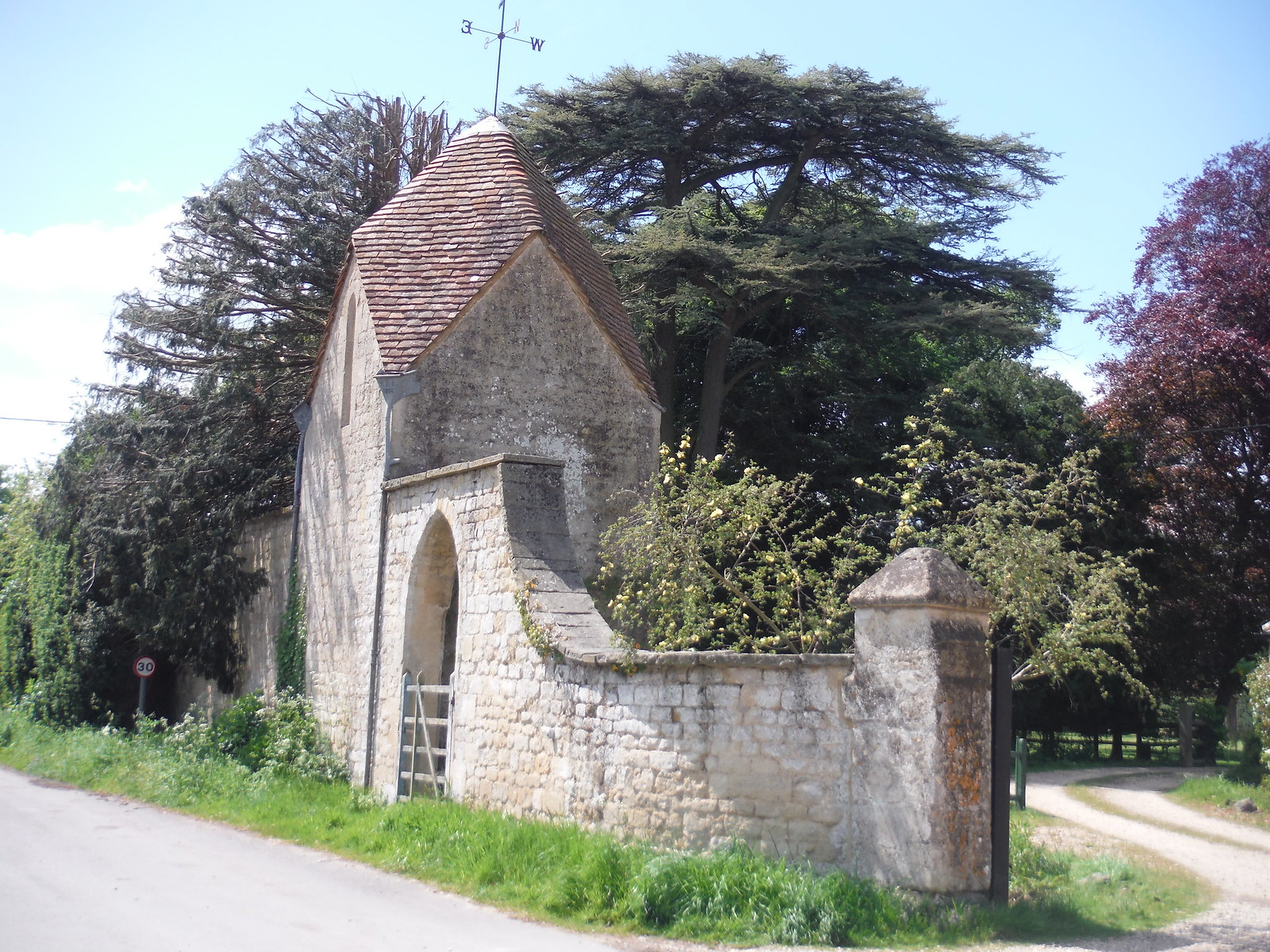 Gate House, Waterstock Equestrian Centre SWC Walk 190 - Thame Circular (Extension)