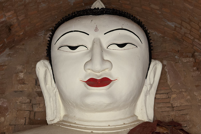 MM076 Face of Buddha - Bagan