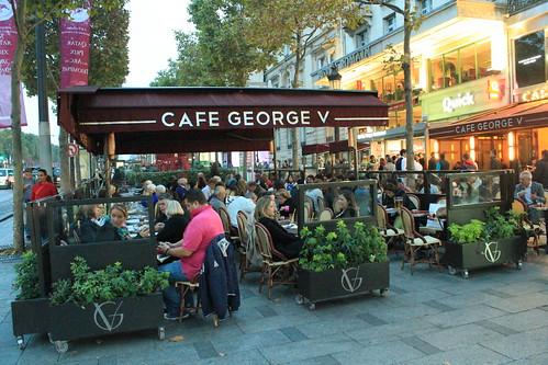 圖01巴黎香榭麗舍大道上的咖啡館,是否多了那麼一點時尚感
