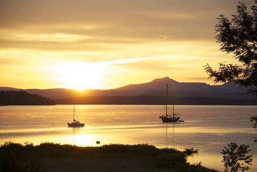sailboat sunrise camelshump lakechamplain northwestbay