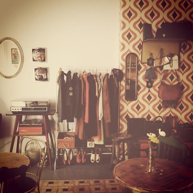 #vscocam #vsco #vscoedit #vscoaward #vscophile #vscofeature #vintage #café #beautifulstore #loja #almada #antique #igers_portugal   • Depósito da Fábrica - o café mais lindo mora ao pé de mim•
