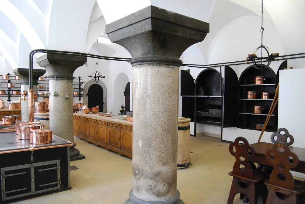 Neuschwanstein /kitchen01