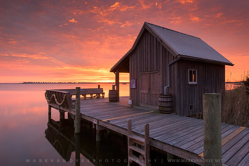 northcarolina carolina nc coast coastal town waterfront manteo fishermansnethouse nethouse structure historical traditional boardwalk elevatedwalkway sunrise morning firstlight vibrant colorful calm outerbanks obx townofmanteo outdoors outside landscape photography