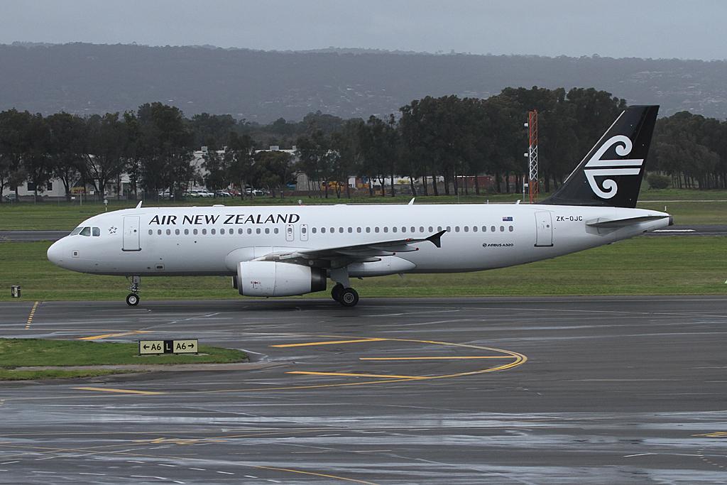 AirnewzealandA320-232-ZK-OJC