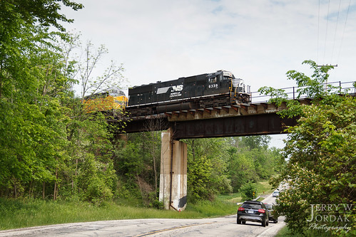 road bridge ohio car train us unitedstates ns macedonia norfolksouthern 6339 sd40e