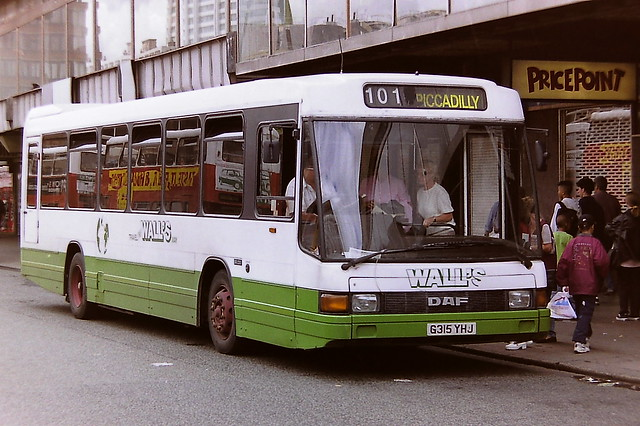 WALL'S BUSES,  FALLOWFIELD G315YHJ