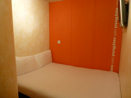 easyHotel room | by givingnot@rocketmail.com