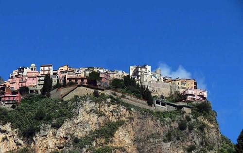 sicilia montagna cima tafme taormina castelmola volate alto villaggio molovate vista basso paesaggio panorama nuvola