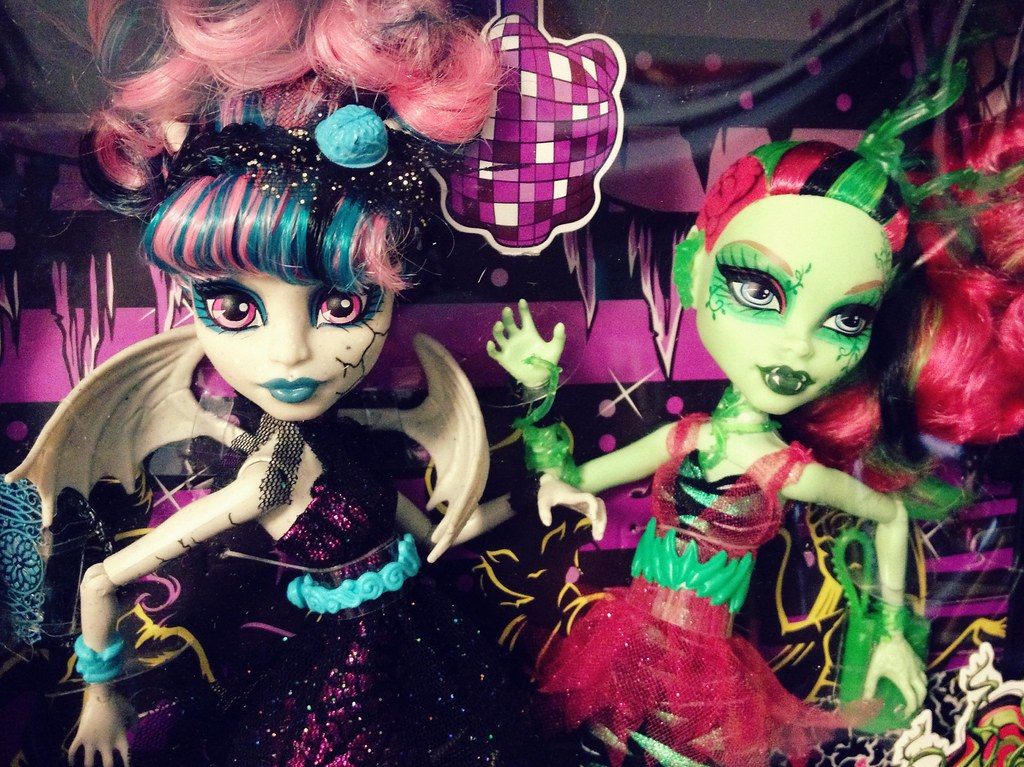 Zombie Shake - Rochelle & Venus