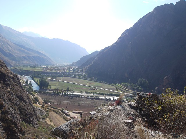 日, 2013-08-18 17:25 - Choqana上の峠から見たOllantaytambo方向
