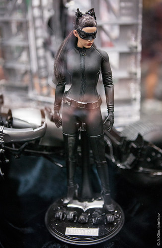 1/6 Selina Kyle Figure by HOT TOYS