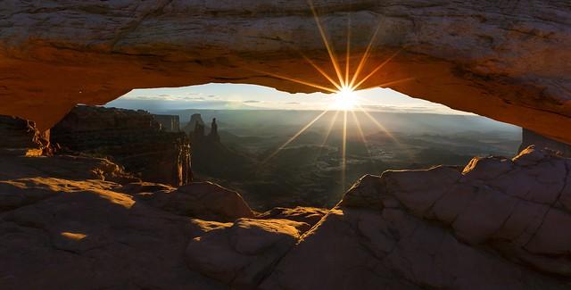 Mesa Arch at Sunrise (Canyonlands NP, Utah).