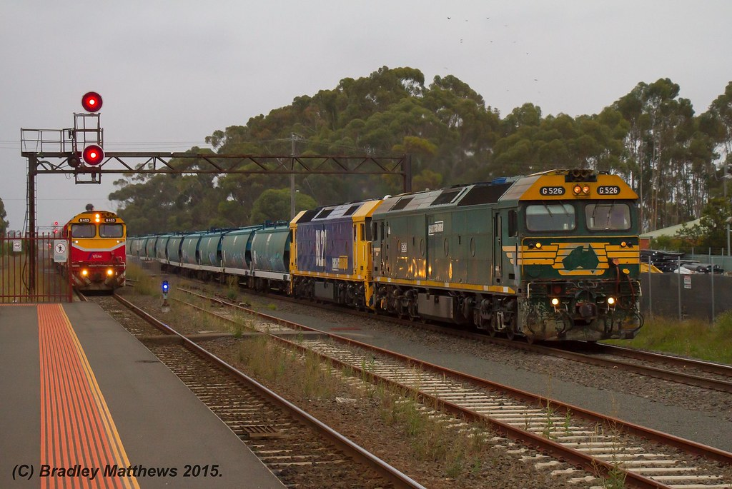 G526-BL27 with 7MC7 up PN AWB SG Grain to Southern NSW just past N453 with #8250 up Warrnambool V/line pass at Lara (31/1/2015) by Bradley Matthews