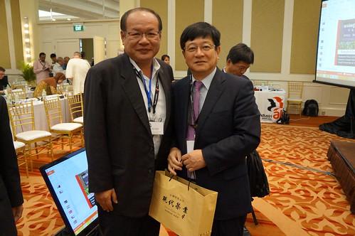 圖09莊理事長與全球產業總工會亞太區域執委會主席島田先生合影