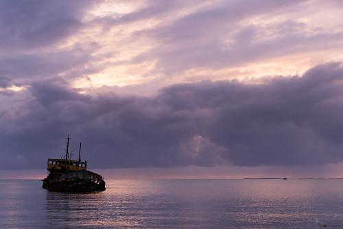 travel sunset sky seascape beach landscape saintmartin flickr purple playa viajes shipwreck cielo nubes caribbean sintmaarten caribe naufragio marigot purpura flickraward baiedelapotence