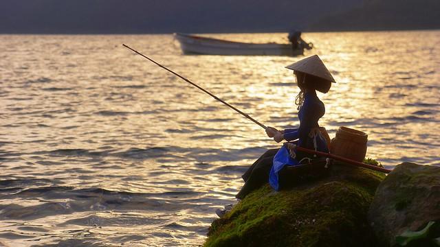 Ao Dai GIRL,Fishing at dawn