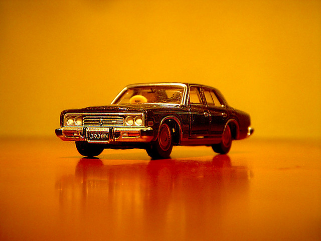 1977 Toyota Crown 2600 Royal Saloon (S80) 1:65 Diecast by Tomica Limited