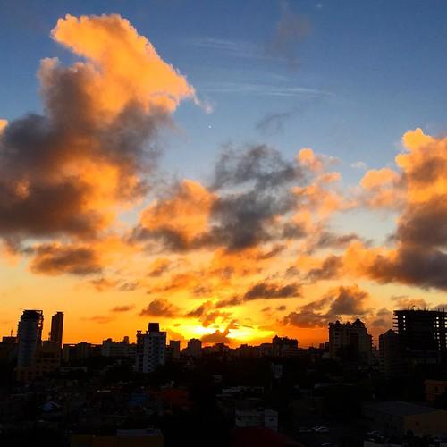 sunset square squareformat caribbean santodomingo jcz repúblicadominicana iphoneography instagramapp juancristobalzulueta juanczulueta juancristobalzuluetaorellana juanczuluetao jczo