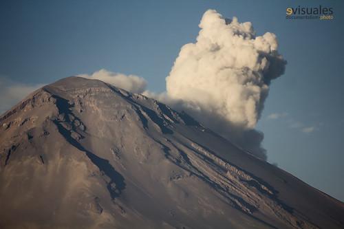 Exhalación del Popocatépetl