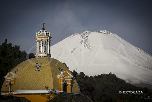Cúpula de la iglesia de Xalitzintla, Puebla. Xalitzintla es el pueblo que se encuentra más cerca al cráter del Popocatepetl.