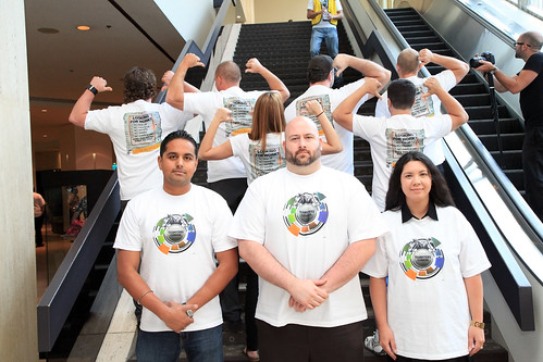 Workers Posing on Staircase / Travailleurs posant dans l'escalier