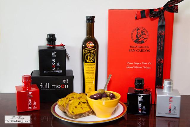 Full Moon Extra Virgin Olive Oil, Pago Baldíos San Carlos Olive Oil, and Vinegar and Olive Oil Gift Set by Pago Baldios San Carlos (Spain)