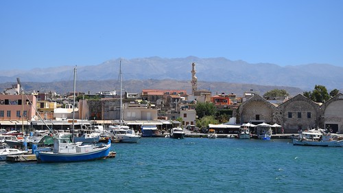 hania chania xania canea harbour chaniavenetianharbour blue water sea mediterranean summer hot landscape seascape cityscape nature boats yachts mountains view city urban oldtown chaniaoldtown travel crete kriti kreta greece greek