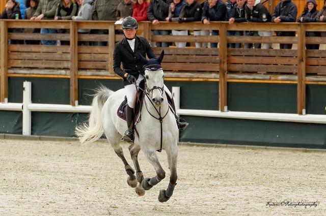 Equestrian contest Sancourt   France 27 04 2014 Tamron 70-200 2.8 vc lorsque la cavalière ne fait plus qu'un avec son cheval
